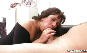Breathtaking latina brown-haired sweetie Kiana is smoking hot who likes to get fucked hard