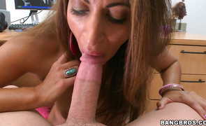Cunning Giselle is thoroughly pounded by her experienced buddy