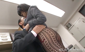 Stupendous mature Arisa Misato gave a oral job job to mate just for fun