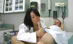 Wicked Sienna West is gently sucking fuckmate's packing monster and getting screwed in return