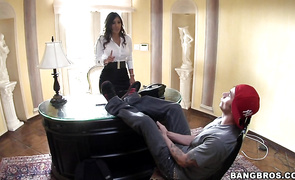 Goluptious mature Alexis Breeze demands a thorough muff diving previous to being penetrated
