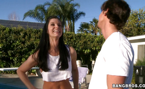 Luxurious girl India Summer got throatfucked until pal cummed on her face