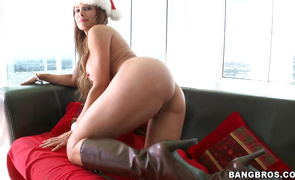 Slender Monique Fuentes is on her knees and she is concupiscent
