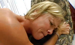 Chic Kayla Synz plays with hung brutal dude