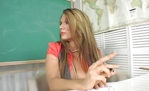 Voluptous aged beauty Elle Cee is having casual sex in front of the camera