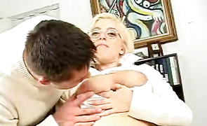 Horny mature blonde woman feels fat dong entering mouth gash