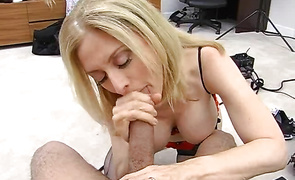 Dazzling mature floosy Nina Hartley gave a nice oral-stimulation to a dude just for fun