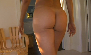 Slender older latin Monique Fuentes carefully gets screwed but enjoys it regardless