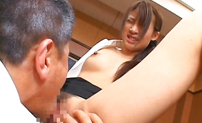 Naughty cougar Junna Aoki gives a orall-service job to her attractive male