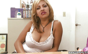 Dazzling cougar Jazmyn likes to pleasure his large dong