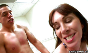 Mesmerizing brown-haired Ray Veness receives a dink in her juicy nana