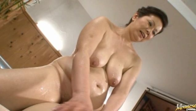 Lusty Chizuru Iwasaki goes on casting session to fuck