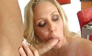 Beauty Julia Ann with lusty body curves bonks like a skilled courtesan
